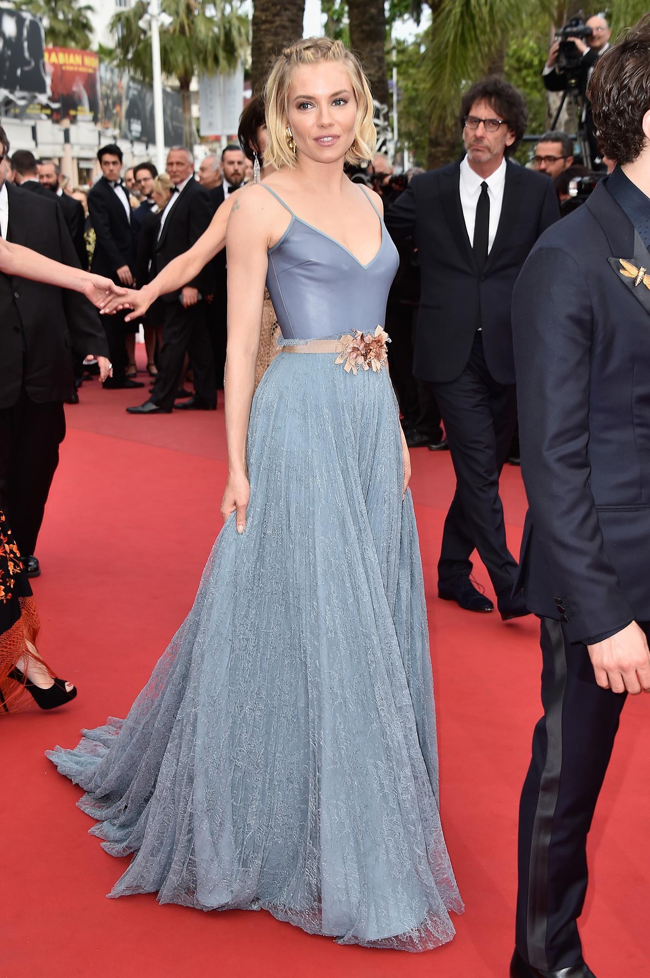 Sienna Miller is perfect in periwinkle: http://t.co/TxIB0VSMhu http://t.co/Aolip7g5yY