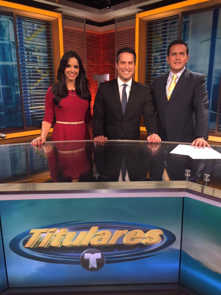 Esta noche en #Titulares @Telemundo le dimos la bienvenida a la familia de @NBCDeportes a @CopanAlvarez @AnaJurka http://t.co/rVNUp5YgEf