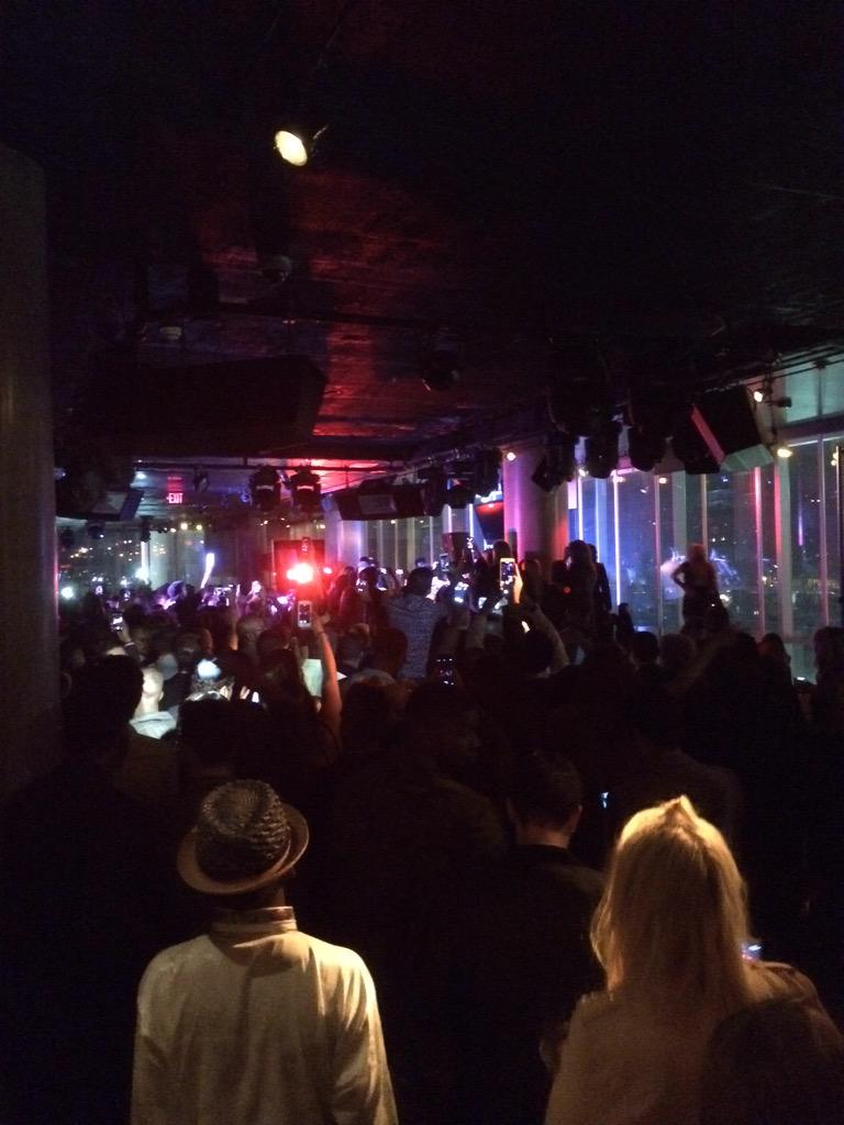 @justinbieber surprise performance at the W in Hollywood http://t.co/m87epKzGSl