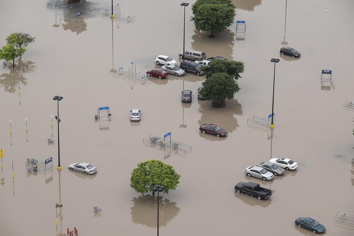 """Pazzo Meteo in Texas: pioggia record provoca alluvione come """"tsunami"""""""