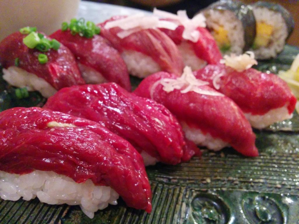これが肉寿司です http://t.co/mXBvAkOJy1