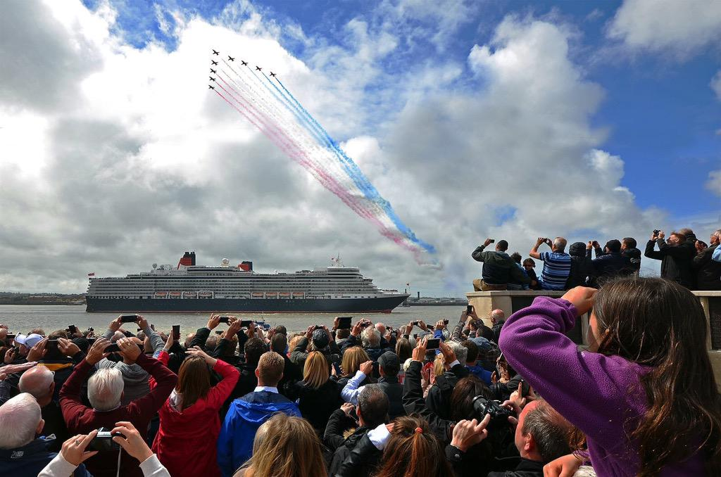 RT @cjparry: @rafredarrows @RAFRed10 @RAFRed4 @RAFRed7 A quick dash across The Mersey today http://t.co/pHnEWFiJ71