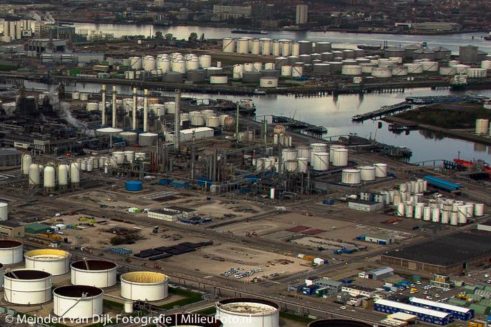 shell pernis inform Company / shell pernis is one of the netherlands' largest industrial complexes, located in the rijnmond area in the municipality of rotterdam shell pernis consists first and foremost of two independent operating companies of the royal dutch/shell group: shell nederland raffinaderij b v (oil refining) and shell nederland chemie b v (chemicals.