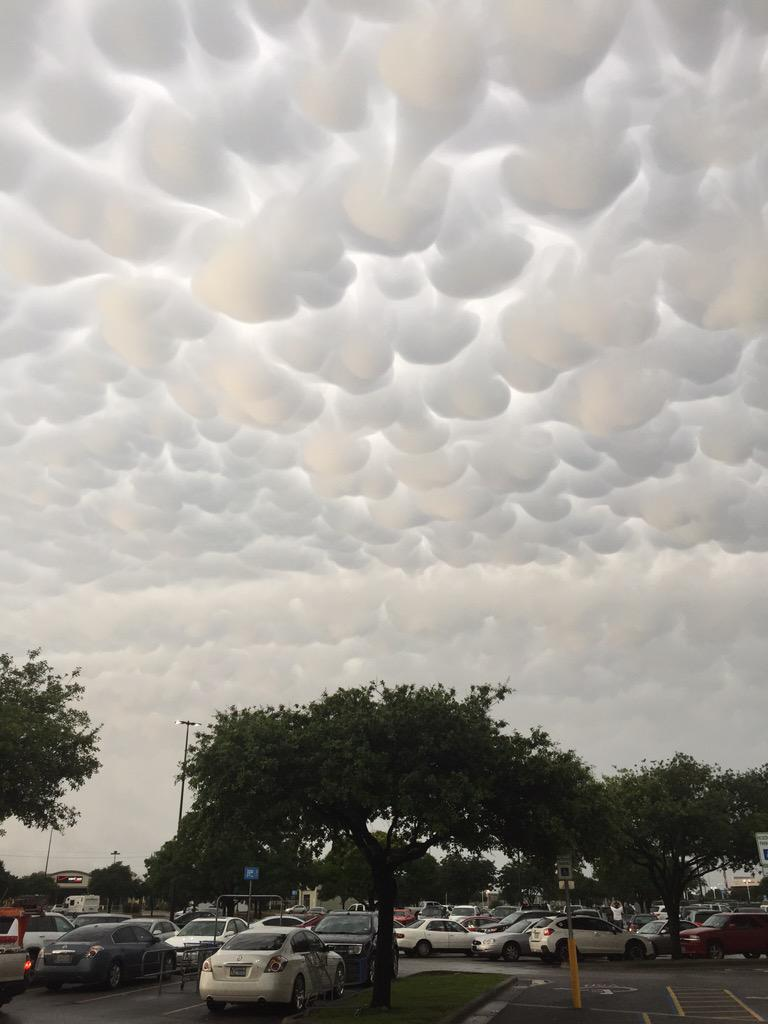 Crazy looking clouds in North Austin. #atxweather http://t.co/QDAJFp1xRn
