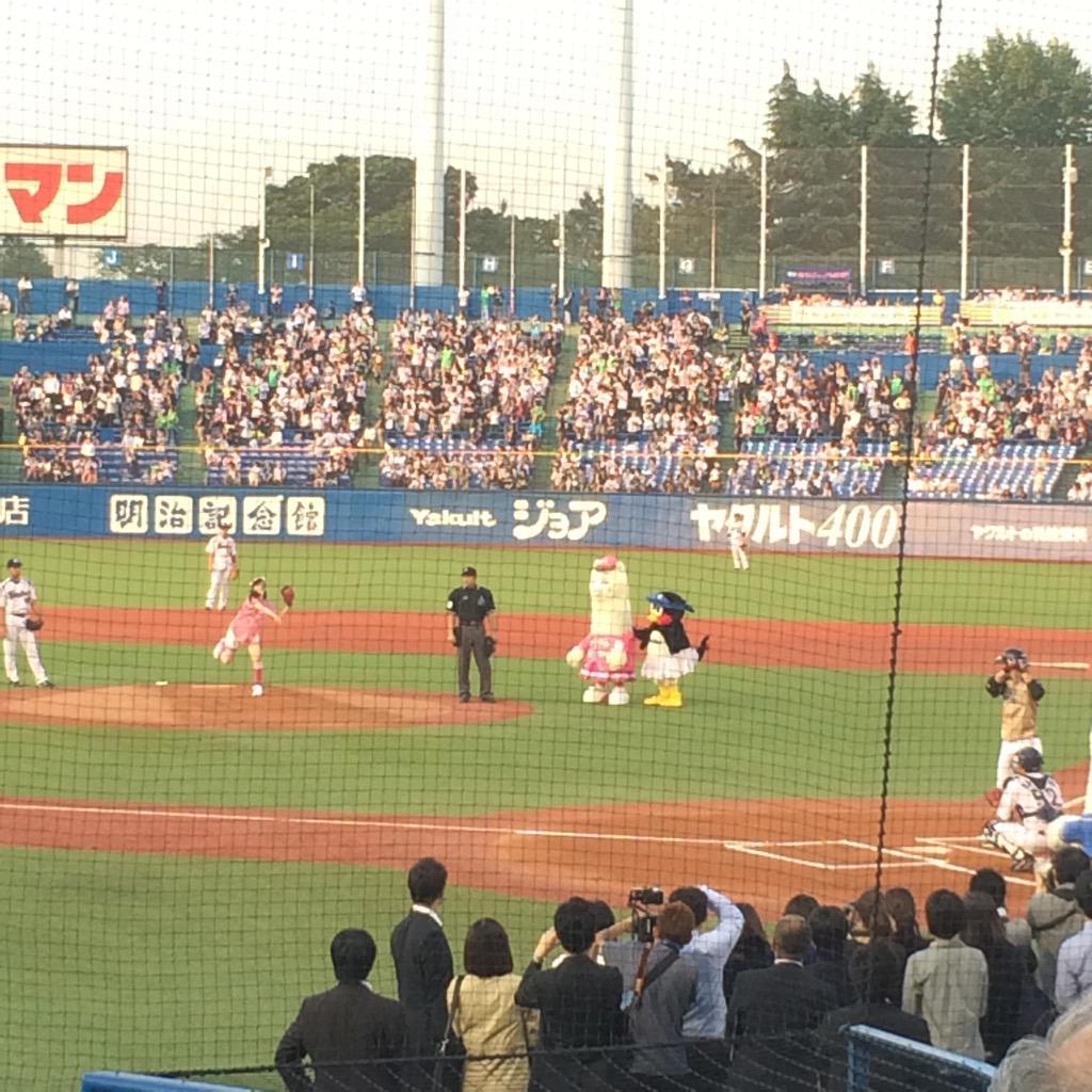 始球式は乃木坂46からまいやん。ナイスピッチングでした! http://t.co/uqlWk9Qh4y