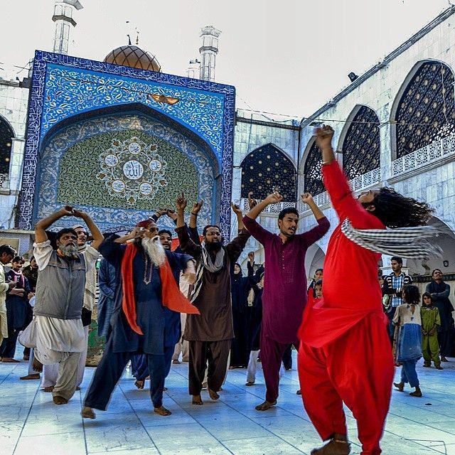 Muhammad Moazam Ali On Twitter Malang Dance At Hazrat Lal Shahbaz Qalandar Mazar Sehwan Sindh Colors Culture Beautifulpakistan Brandpakistan Http T Co W0hwaoyl7q