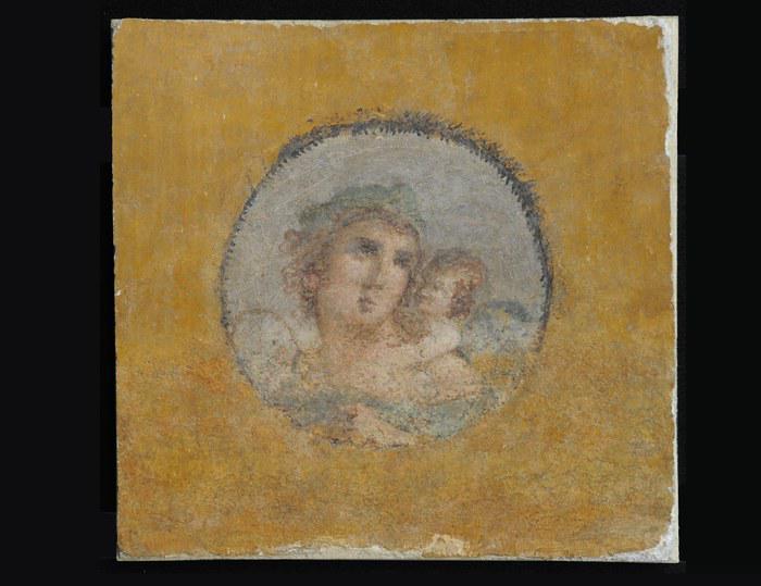 Archeomafie e traffico illecito internazionale di reperti archeologici: recuperati dopo 58 anni tre affreschi rubati a Pompei