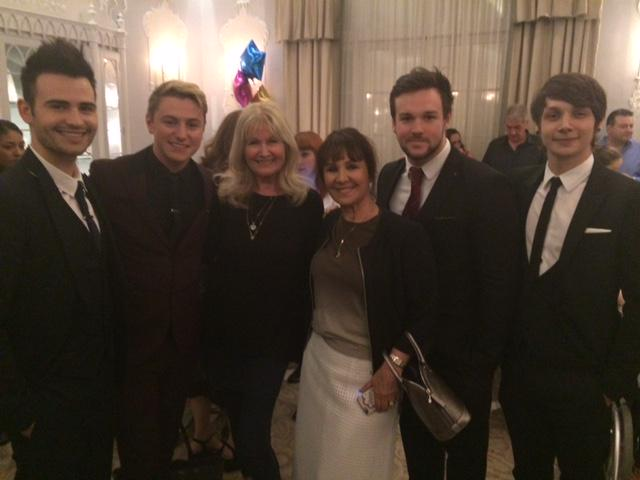 Here I am with fabulous @pineappledance Debbie Moore and the sweet singing @CollabroGlobal http://t.co/gfZJ64vO7C