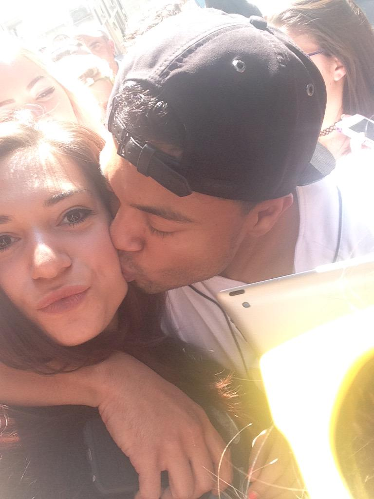 @AlfredoFlores I WAS THE ONE WHO WAITED 3 DAYS FOR YOU PLEASE REFOLLOW ME http://t.co/jG1uvAqGW0