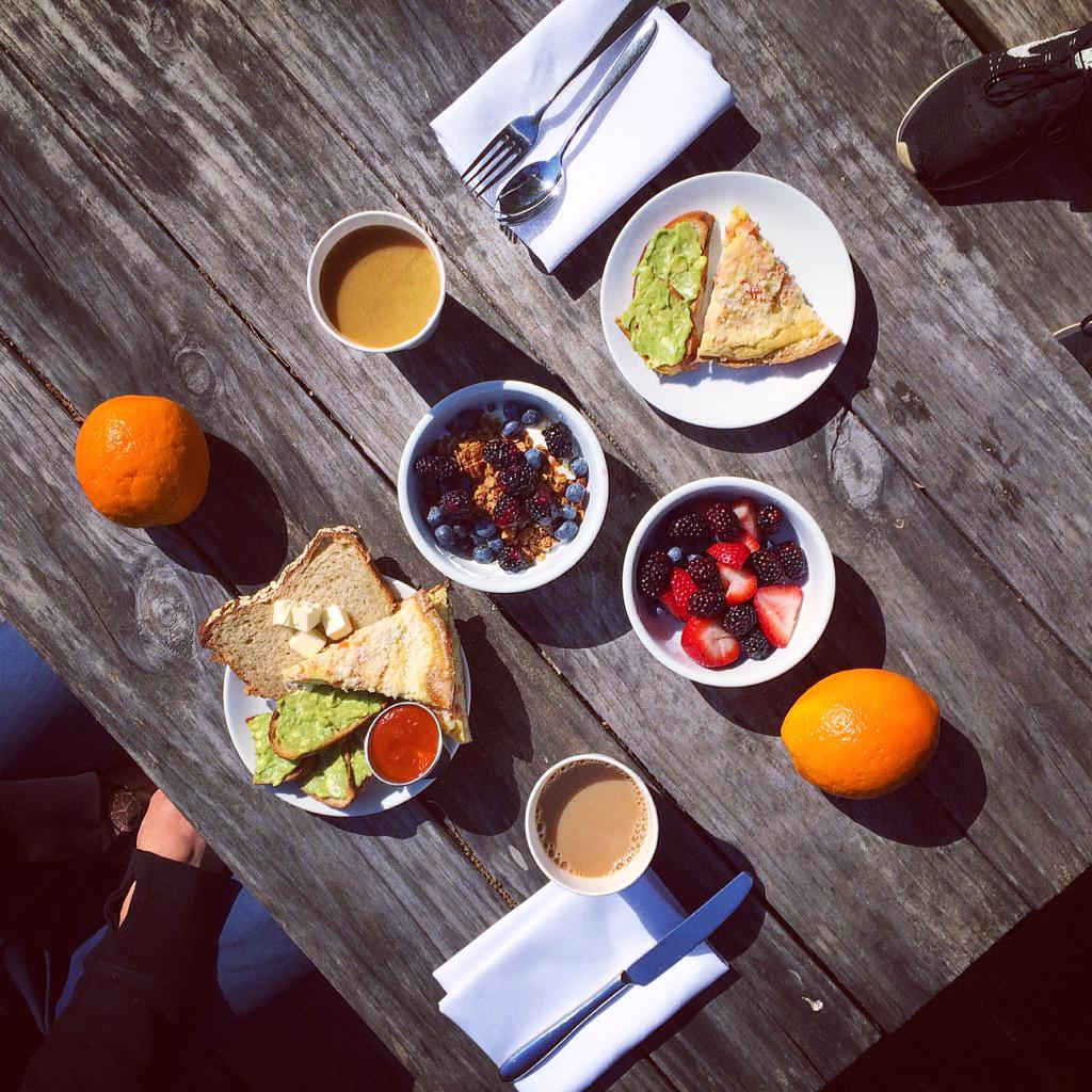 #breakfast in the ☀️ with my 💙 @Ruschmeyers #montauk http://t.co/mQptz1qaFa