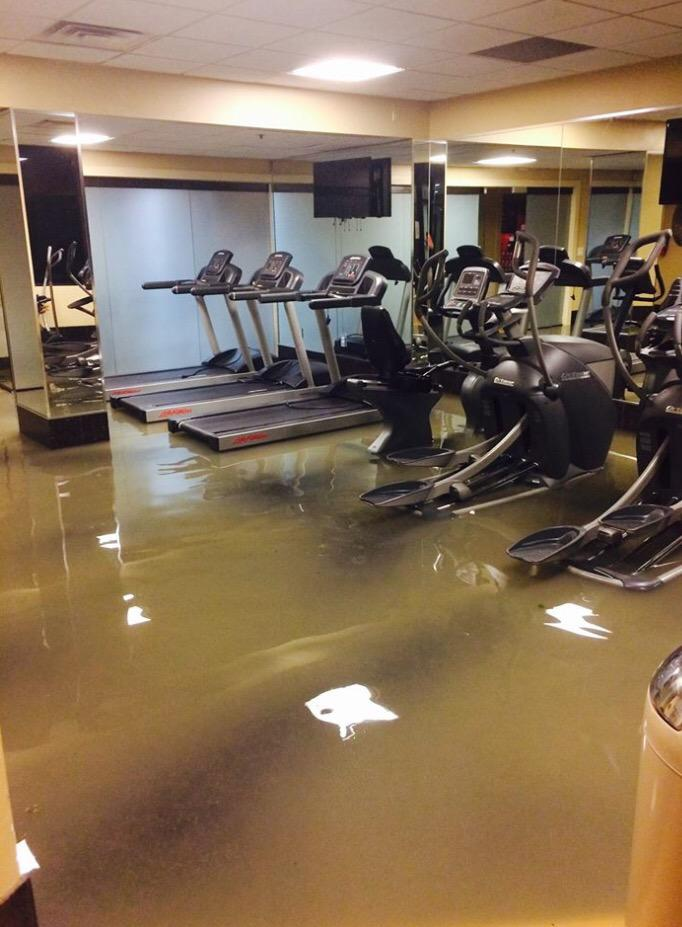En galleria y Sage #houstonflood #Houston http://t.co/JaQCBDERY4