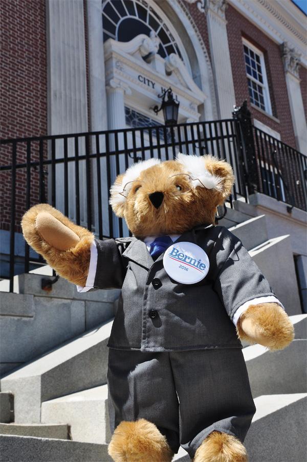 #BernieBear makes his run for president official, in #BTV! #BernieSanders http://t.co/9Cdtqwiehs http://t.co/4av33npTKL