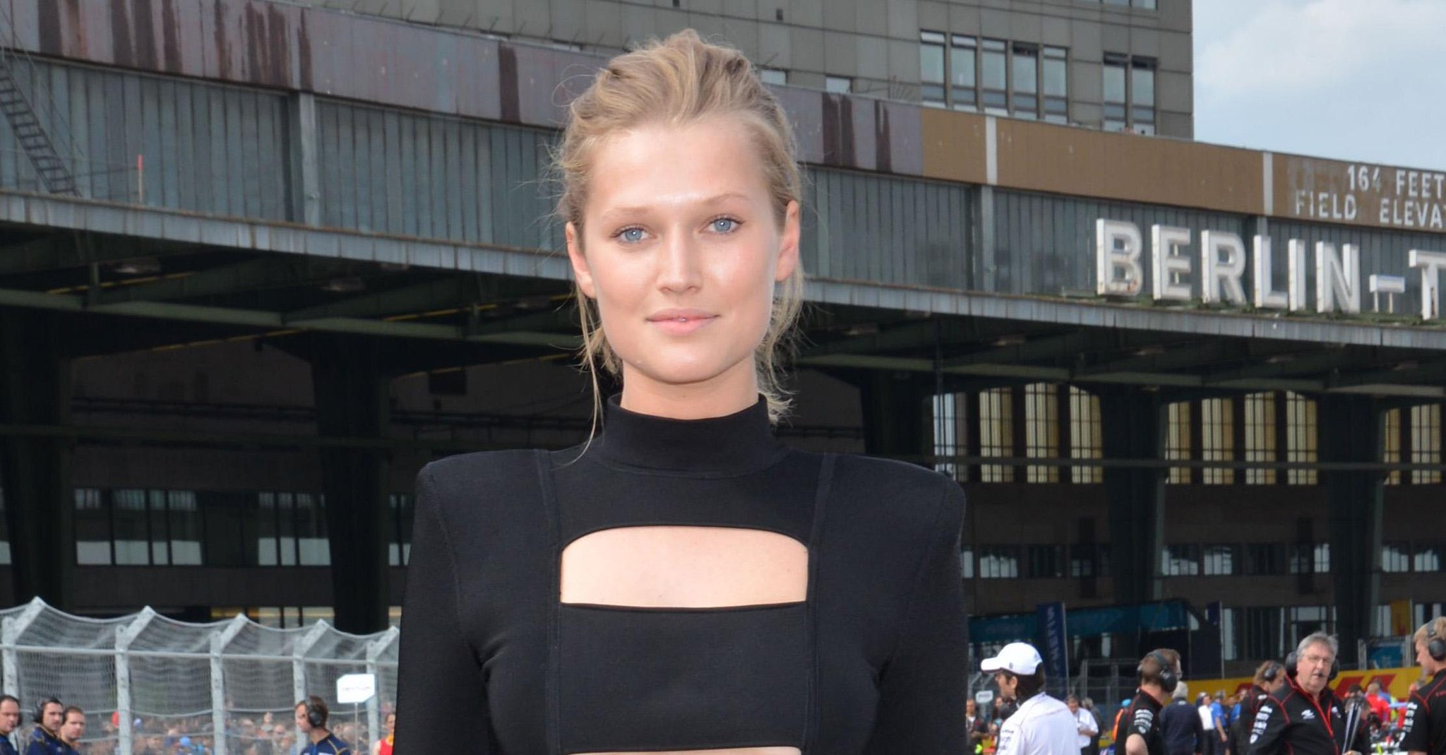 RT @JustJared: .@ToniGarrn cheered on Team Germany at the Formula E Championship over the weekend: http://t.co/i6wbZ4ss1X http://t.co/kHhhs…