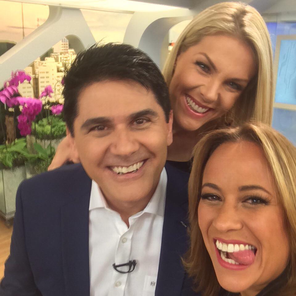 RT @quintaneira: O Show da Manhã #HojeEmDia está no ar, com @CesarFilho, @ahickmann e @renatareporter. http://t.co/zv8KIbl0nx