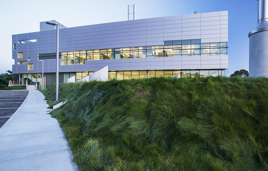 Today our partners @Berkeleylab celebrate the new Chu Hall Bldg. Research will focus on #energy from sunlight & air. http://t.co/THscbdUo9M