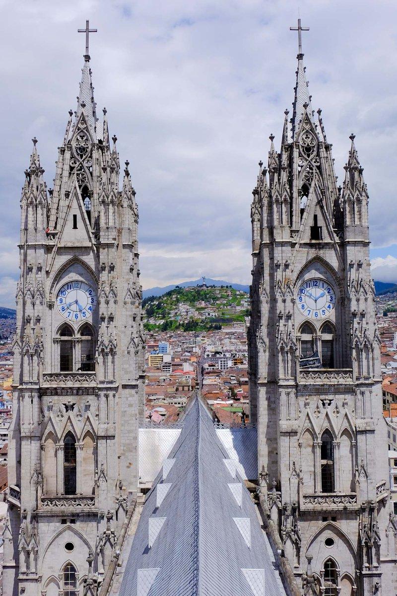 La Basílica de Quito domina la ciudad desde las alturas. Subir vale 2$ y las vistas son de lujo. #VisitaQuito http://t.co/ecSQX85ZNu