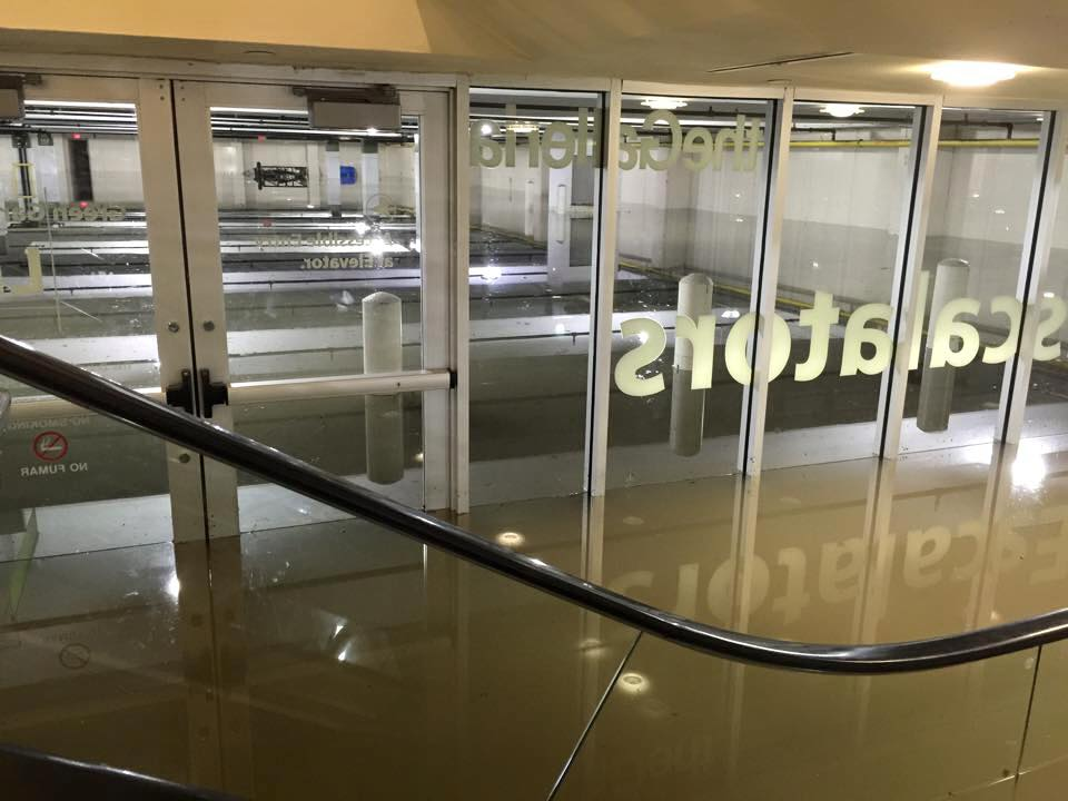 Floodwaters fill Galleria parking garage; will not open til 12p- check w stores before you go http://t.co/cnQQVYQIaZ http://t.co/nt3xwGMSDA