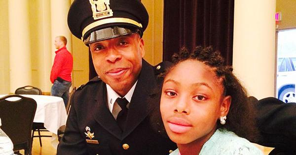 RT @GlobalGrindNews: Chicago cops escort girls with missing fathers at daddy-daughter dance http://t.co/rYPvKO711S http://t.co/GXvX3Mss6O