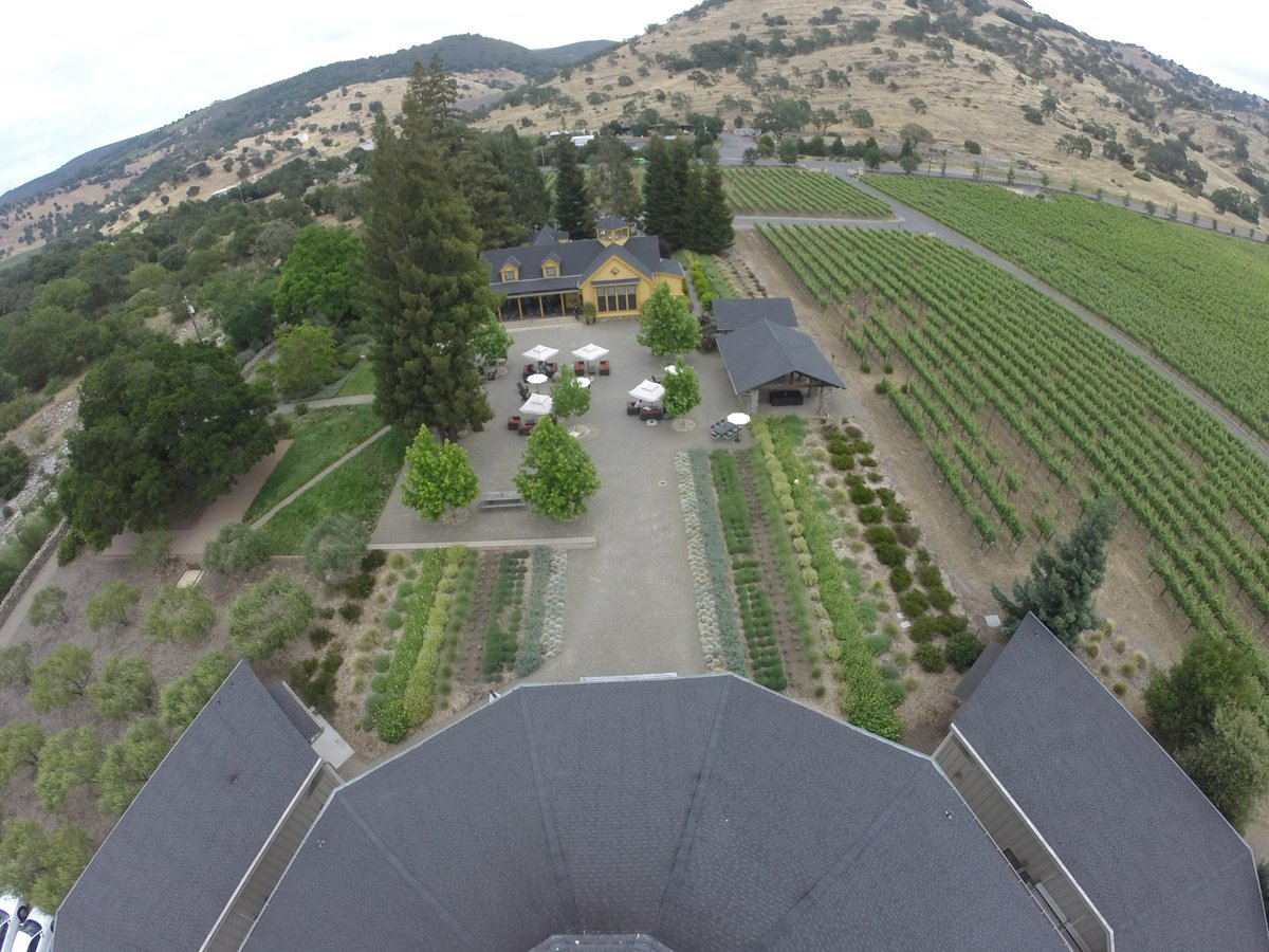 A stunning aerial view of the Paraduxx Vineyard House, courtyard and fermentation building! #napavalley #GoPro http://t.co/TKFFH5gDwP