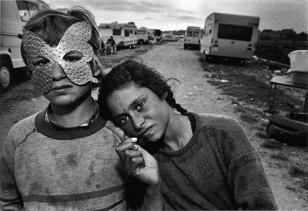 "RIP #MaryEllenMark  |  ""Street Shooter – An Interview with Mary Ellen Mark"" (1987) http://t.co/swA2NzTCjh http://t.co/KQP2Jl749k"