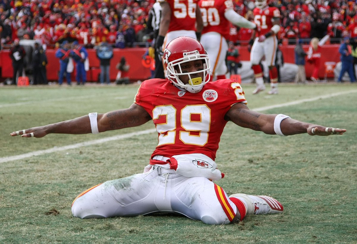 Great news for Eric Berry! The Chiefs DB has finished his lymphoma treatments. #GetWellEric http://t.co/2airJ827nQ