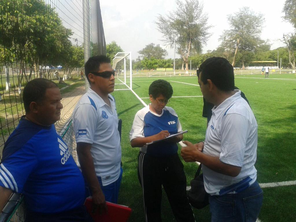 Edgar Henriquez nuevo tecnico de La Seleccion Nacional Sub-15. CF9jARZUIAAB6Eb