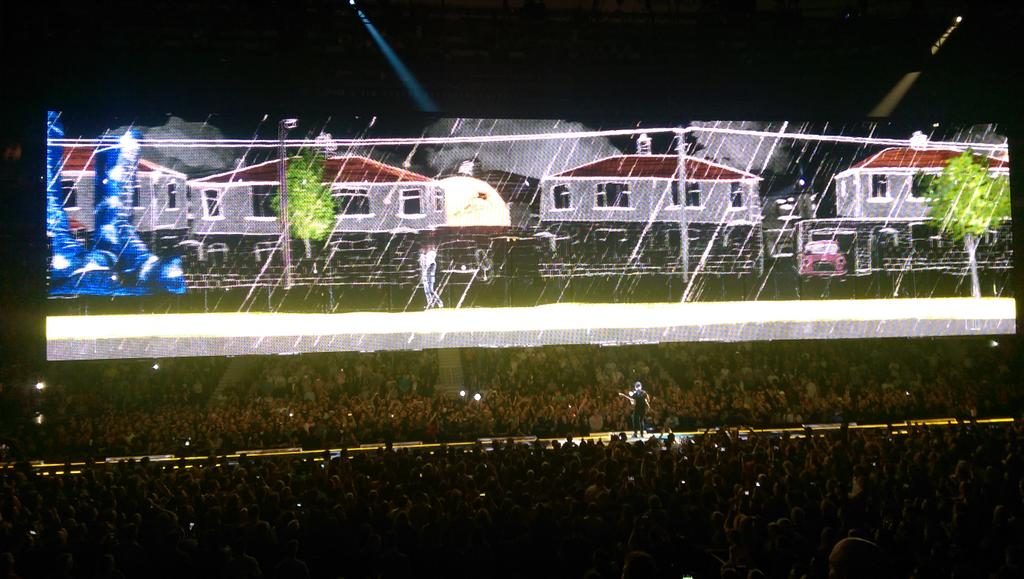 So much for the stripped back approach #U2ieTour http://t.co/lcpGb7pQgg