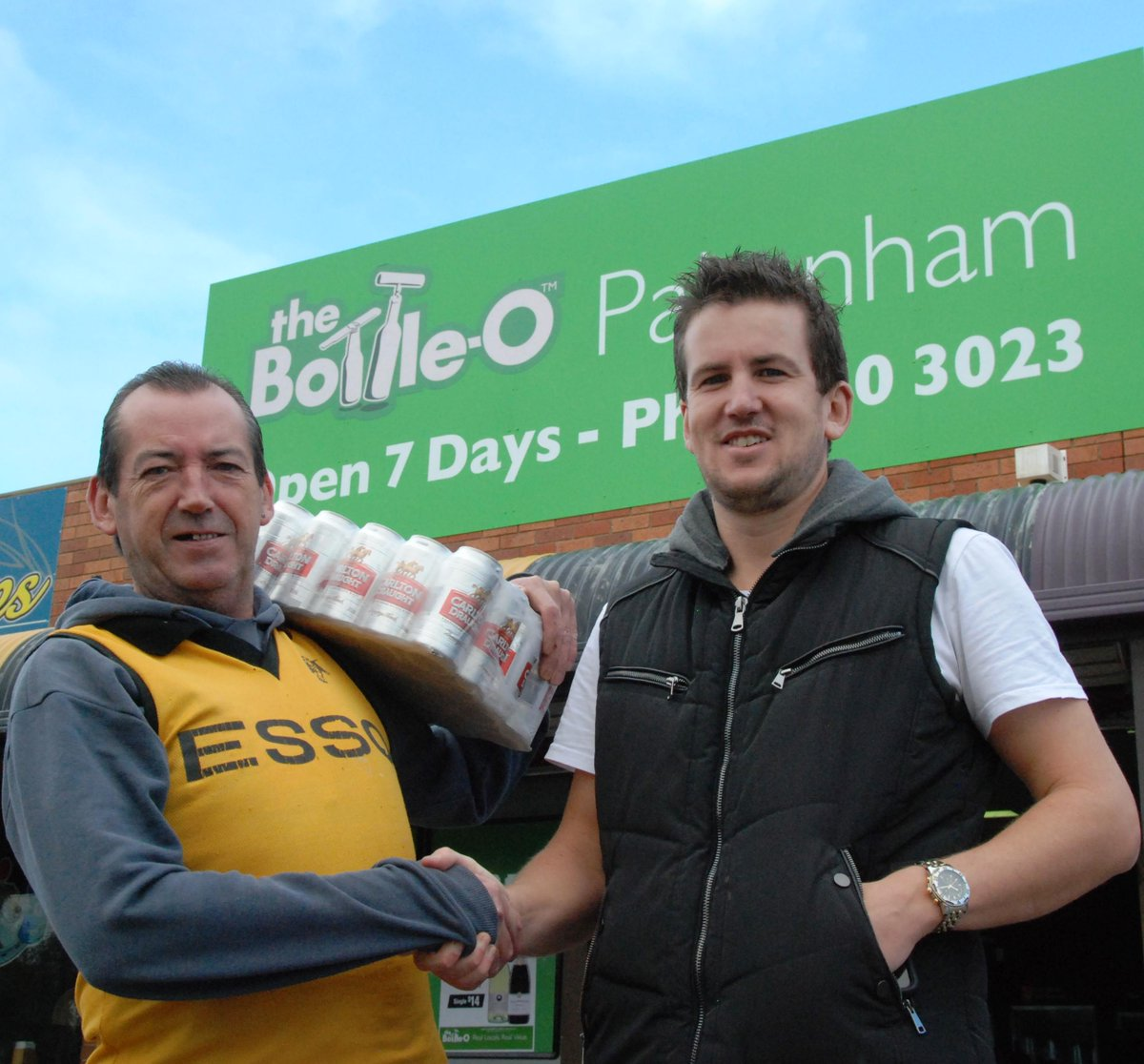 Andy from Pakenham was first through the doors at his newly re-opened Bottle-O in Racecourse Rd today ://t.co/3nNIw5rue5\