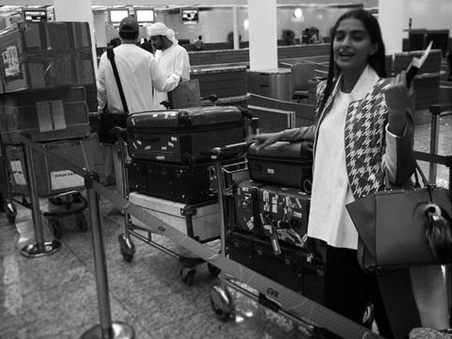 Cannes Film Festival: Sonam Kapoor ... - http://worldupdates.org/2015/05/15/cannes-film-festival-sonam-kapoor-takes-off-for-the-croisette/… #Cannes2015 #SonamKapoor #SonamKapoorCannes