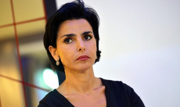 Rachida Dati en colère règle ses comptes : Non, ce n'est pas une voleuse ! #People : http://t.co/eiCz38z1z5 http://t.co/FwkBFAk3Bg