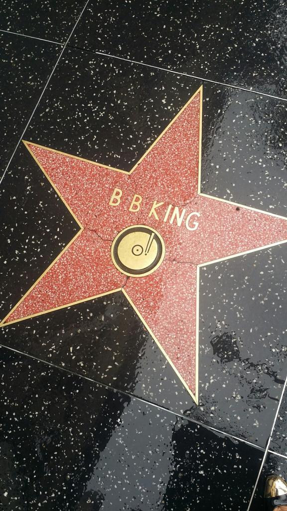 Its raining on #BBking 's star along the Hollywood Walk of Fame... Heaven must be singing the blues http://t.co/wrTtorAYKY
