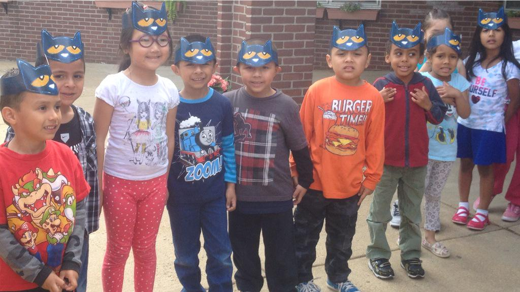Off to see Pete the Cat author Mr. Eric <a target='_blank' href='http://t.co/2hDfTfuNEn'>http://t.co/2hDfTfuNEn</a>