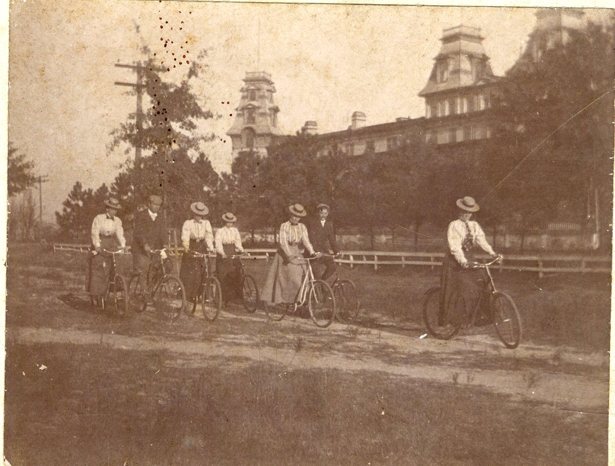 .@amhistorymuseum @ThomasCoHistory Collection: Piney Woods bicycle riders, c. 1897 #ThomasvilleGA #BikeMonth http://t.co/mJCBNiGkkW