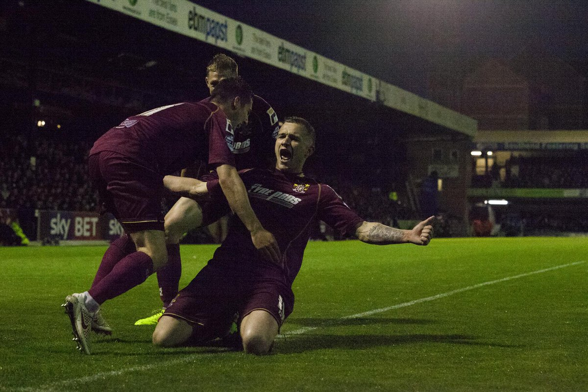 Check out our photos from last night's defeat, courtesy of @DanielleMachin > http://on.fb.me/1FiJeScpic.twitter.com/mu7oiQLxjJ