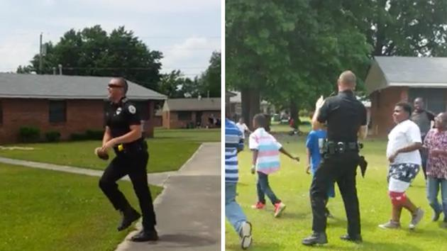 Police officer plays football with kids in uplifting video http://t.co/gTa8mBf1O4 http://t.co/VjtlZjjlyX