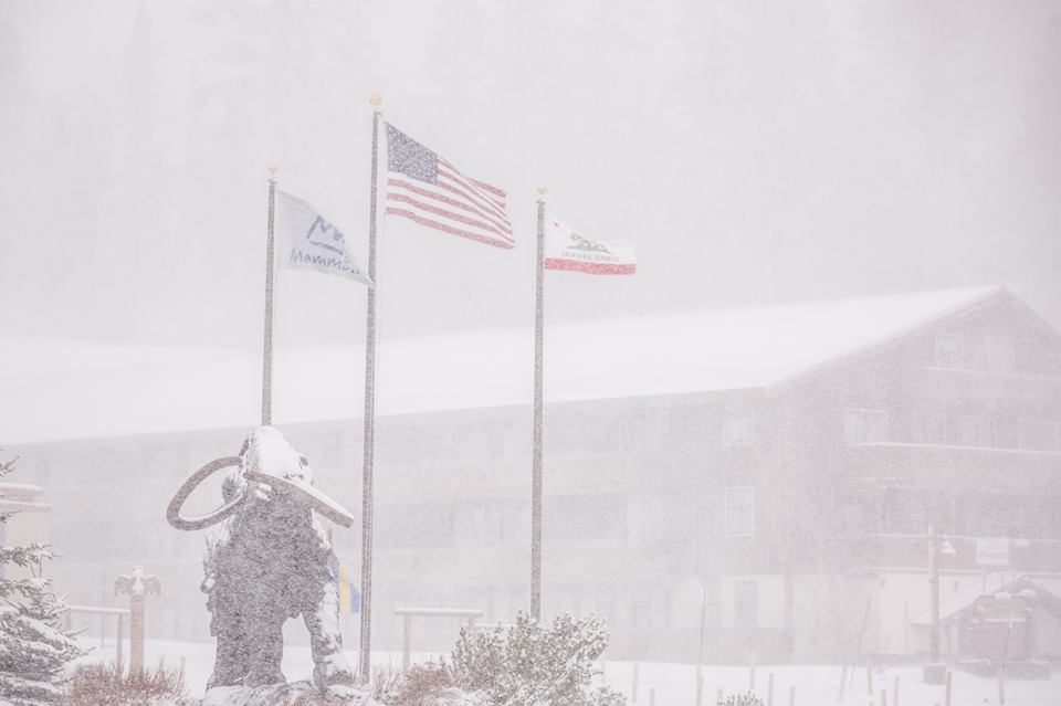 Closing schmosing! It's DUMPING in @mammothmountain right now. Grab your lift ticket for $53: http://t.co/uYIZZozZ3D http://t.co/rUScFzT6CQ