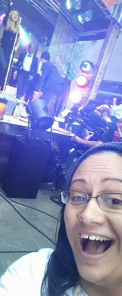 @MariahDaily this is a selfie I caught with MC when I was front row at the Today show last year #25YearsOfMariah http://t.co/8AW71AnsiK
