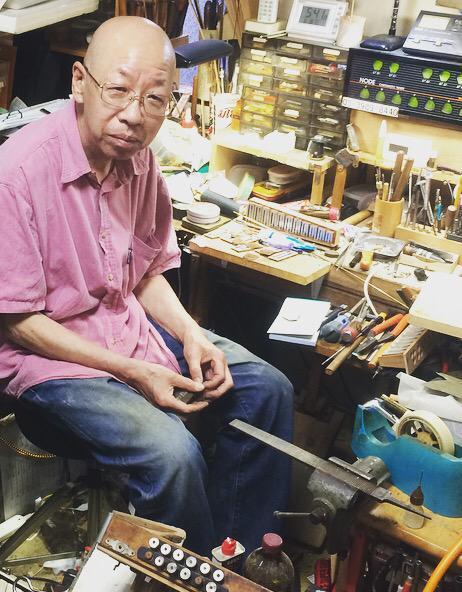 アコーディオンの調律へ。いつもお世話になってる松井さん。ただいま見習い募集中とのこと。日本のアコーディオンの未来の為に誰か!どうですか? http://t.co/fowITUpBp6