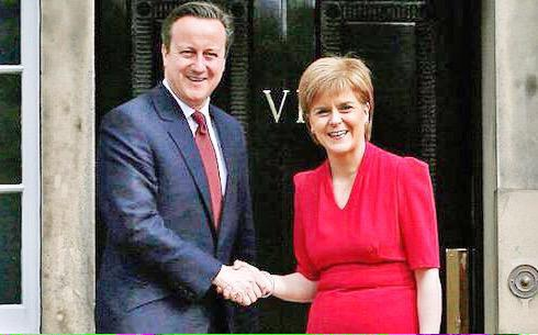 The party who wanted to lock Cameron out of No10 plans to give him a free ride on fox hunting ban. #SNP to abstain. http://t.co/XPCPPWpyke