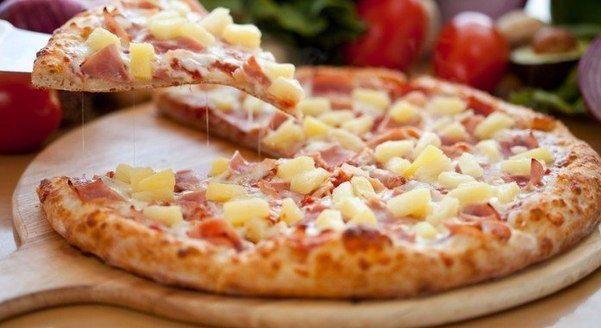 пицца с ананасами и ветчиной фото