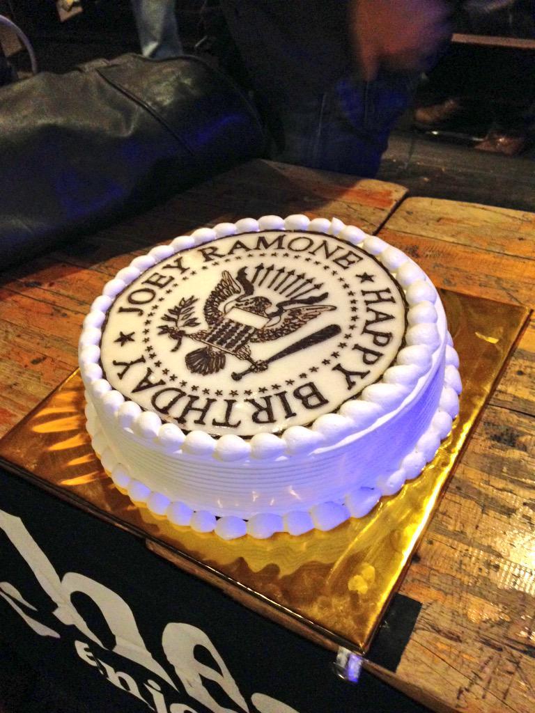 ラモーンズケーキ! http://t.co/k4TCRGukcU