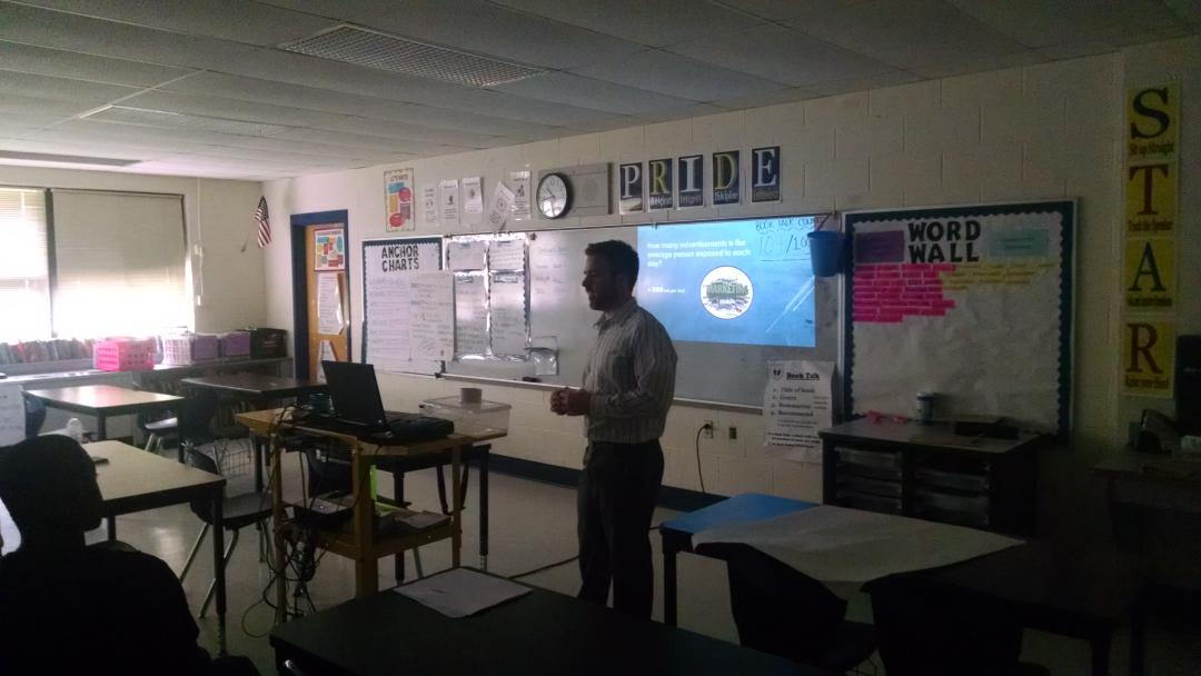 Marketing class tidbit: average person exposed to 3,000 ads per day @BVPrep #collegeday http://t.co/7QG8Li3rZt