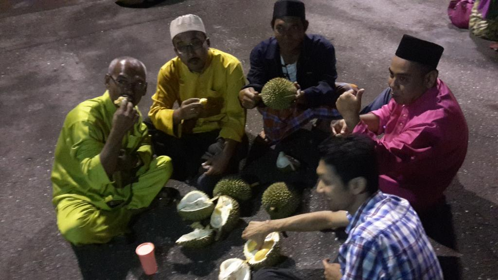We had a late night durian feast for agrobank's consumer banking | team building @agrobank_Msia