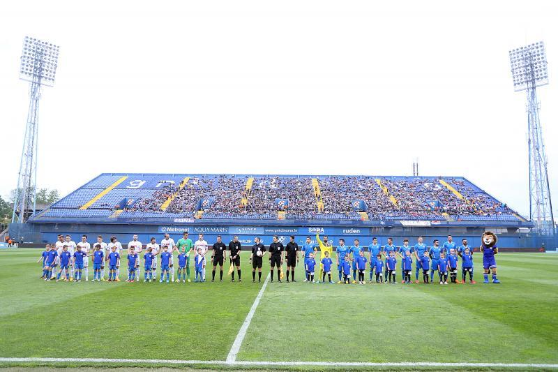 Dinamo and Hajduk line up before the game
