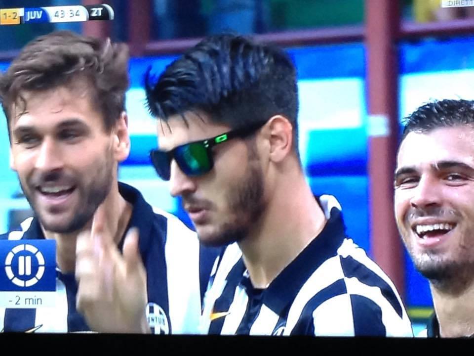 Inter-Juventus 1-2 Morata festeggia il gol con un paio di occhiali neri