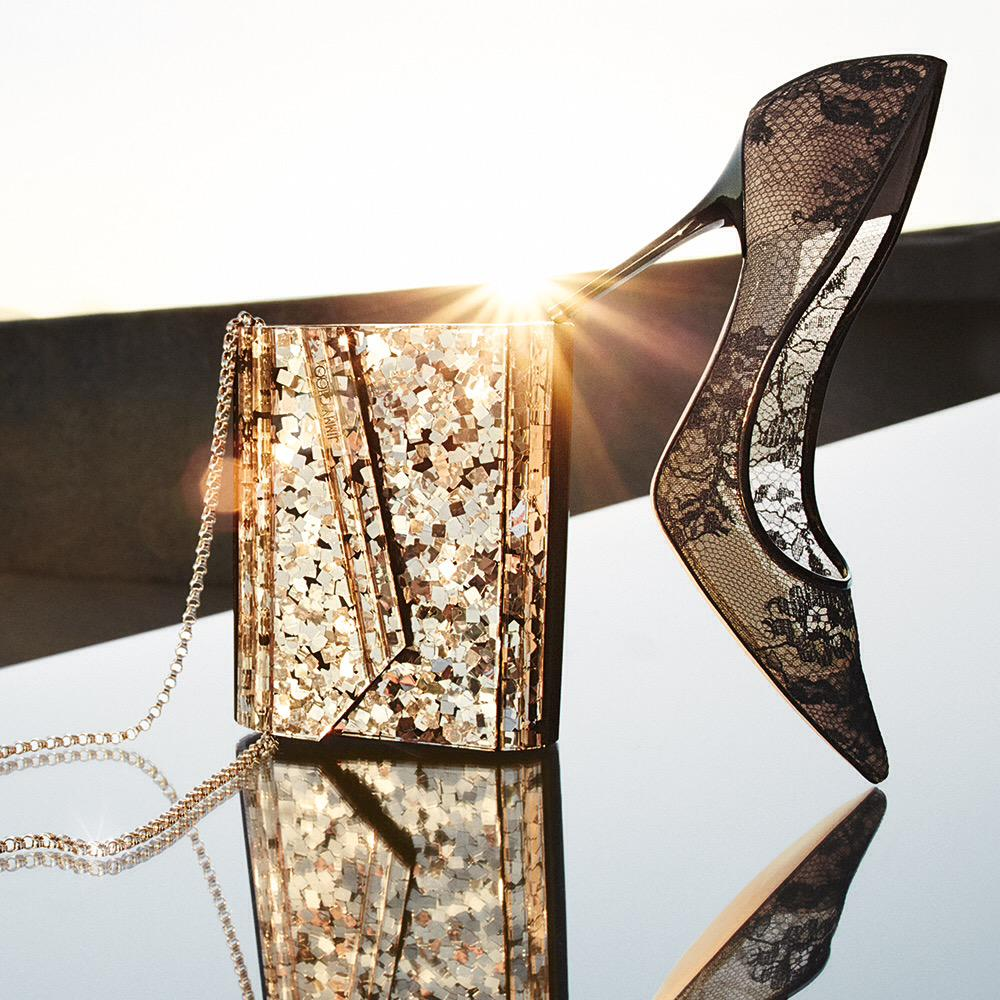 """3400c8ff4bf7 """" jimmychoo  Offset classic lace  JimmyChoo pumps with a light reflecting  clutch pic.twitter.com Rmh1zw5M1m"""""""