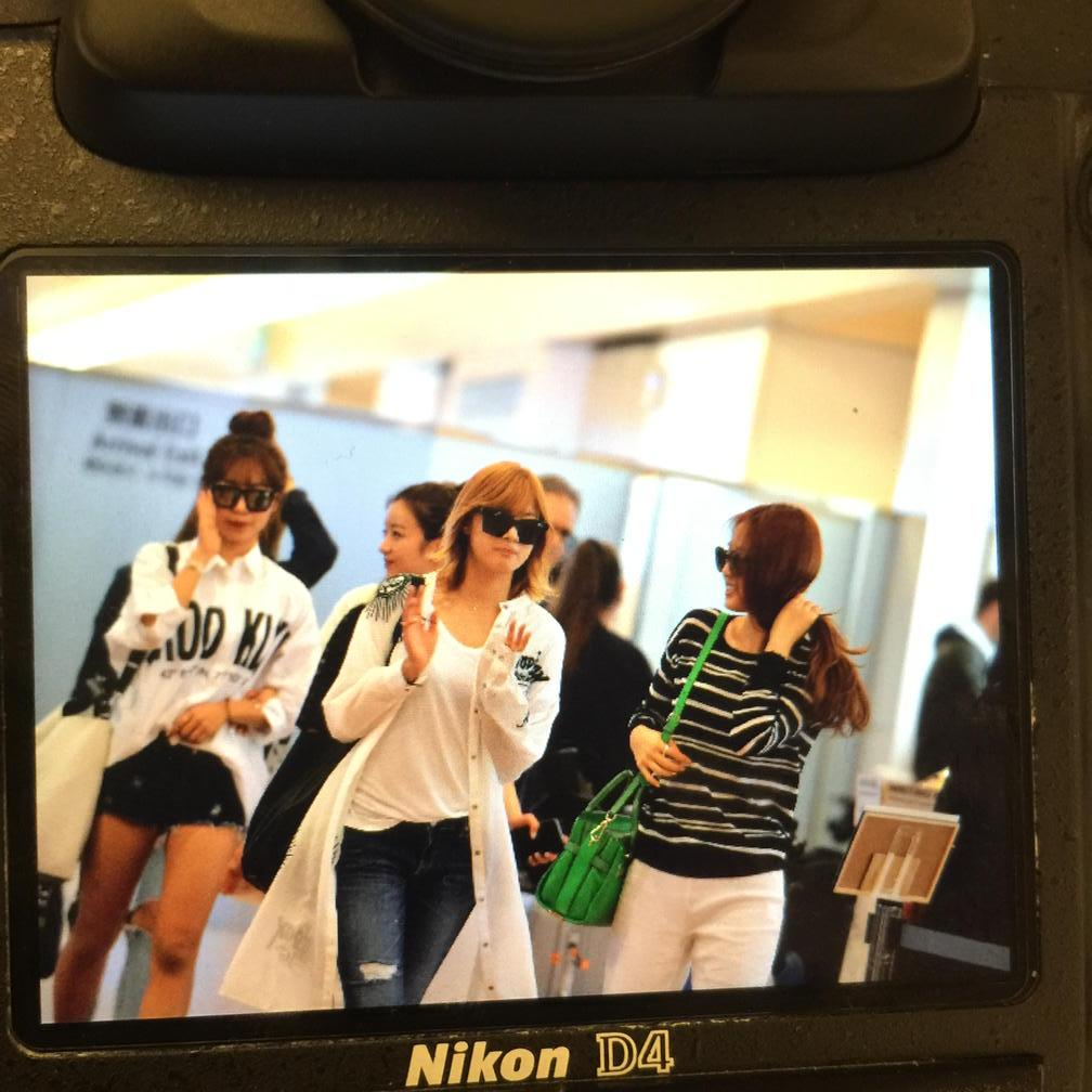 20150517 Apink at Haneda http://t.co/p4wTm9QntG