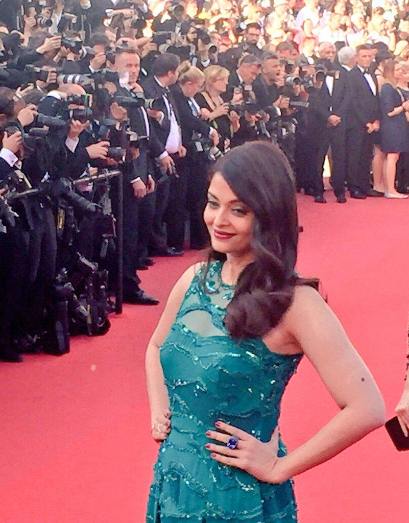Cannes 2015: Aishwarya Looks Gorgeous In This Emerald Elie Saab Gown
