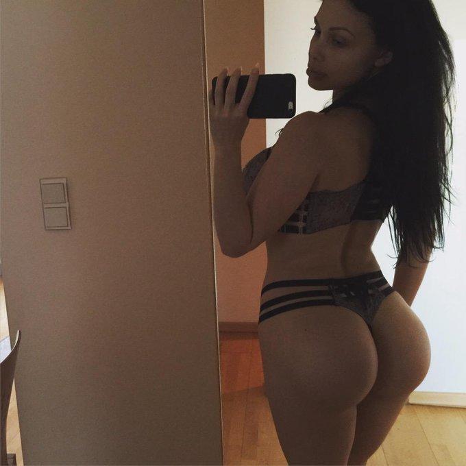 Daily body selfie... http://t.co/h6SJnTyOdp