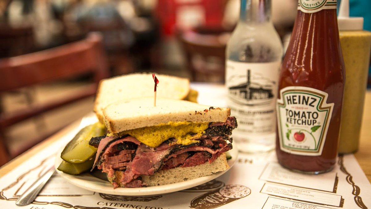In your opinion, what's the most iconic #NYC food? http://t.co/00FnozPjtT  #bagels #pizza #pastrami #cheesecake